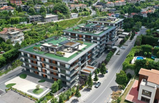 Luxurious Green Spacious Living in